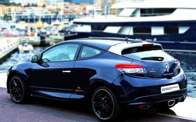Video: New Limited Edition Renaultsport Megane RB8